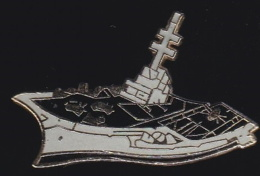 65675- Pin's-Le Charles De Gaulle Est Un Porte-avions De La Marine Nationale Française - Barcos