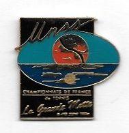Pin's  Ville, U N S S, Sport  CHAMPIONNAT DE FRANCE DE TENNIS  à  LA GRANDE MOTTE  6-10 JUIN 1994  ( 34 ) - Tennis
