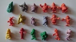 Lot De 18 Figurines Astérix Pochettes De Chewing-gum 1969 - 1970 - Asterix & Obelix