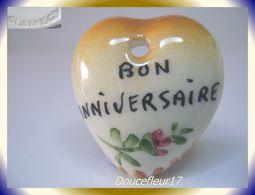Clamecy ... Coeurs En Fête Pendentif.. Bon Anniversaire, Grand Modèle Marron ... Ref .AFF : 1994 - Anciennes