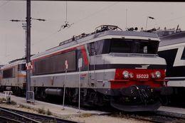 Photo Diapo Diapositive Train Wagon Locomotive Electrique SNCF BB 15023 à La Villette Le 24/06/96 VOIR ZOOM - Diapositives