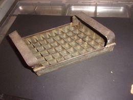 ANCIEN OUTIL PATISSIER CONFISEUR DECOUPOIR A CARAMEL - Werkzeuge