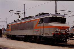 Photo Diapo Diapositive Train Wagon Locomotive Electrique SNCF BB 7347 à VSG Le 26/06/96 VOIR ZOOM - Diapositives