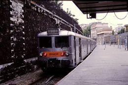 Photo Diapo Diapositive Wagon Locomotive Train De Banlieue SNCF N°398 à Quai Gare De PONT CARDINET Le 28/06/96 VOIRZOOM - Diapositives