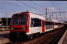 Photo Diapo Diapositive Slide Wagon Locomotive Train De Banlieue SNCF à étage Z 5606 à Montargis Le 28/06/96 VOIR ZOOM - Diapositives