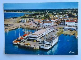 Carte Postale : 85 ILE D'YEU , Port Joinville, La Gare Maritime Et Le Bateau INSULA PYA II, Vue Aérienne - Ile D'Yeu