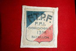 Ecusson F T P F ,  FFI De La Dordogne, 13 Eme Bataillon. - Scudetti In Tela