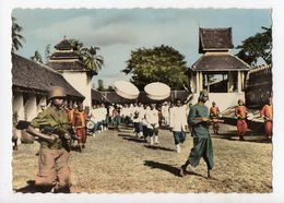 LAOS - VIENTIANE - Cortège Royal Dans L'Enceinte Du That Luang - Laos