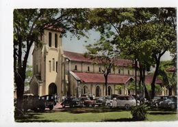 LAOS - VIENTIANE - La Cathédrale (nombreuses Voitures) - Laos
