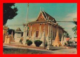 CPSM/gf  PHNOM PENH (Cambodge)  Une Pagode. Botumwatei...D374 - Cambodja