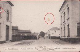 Court-Saint-Etienne Passage A Niveau (carte Un Peu Abimée) - Court-Saint-Etienne