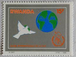 030. RWANDA (15F) 1986 STAMP INTERNATIONAL YEAR OF PEACE  .MNH - 1980-89: Neufs