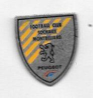 Pin's  Ville, Automobiles  PEUGEOT  Sponsor  Du Club De Foot-ball  F.C.S.M   SOCHAUX - MONTBÉLIARD  ( 25 ) - Peugeot