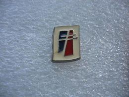 Pin's Embleme Du RPR (Rassemblement Pour La République) Crée Par Jacques CHIRAC Le 5 Décembre 1976 - Administrations