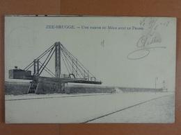 Zeebrugge Une Partie Du Môle Avec Le Phare - Zeebrugge