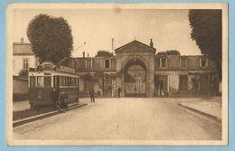 A136   CPA   MAREVILLE (Meurthe Et Moselle)  Pensionnat Anne Feriet ? Entrée Principale - Tram Pub. PERNOD FILS  +++++ - Otros Municipios