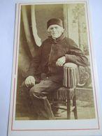 CDV  Second Empire - Portrait De Vieil Homme Assis - Bonnet - A Voir - Circa 1870 - Photo Odinot, Nancy - TBE - Foto