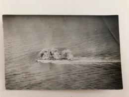 Foto Ak Oorlogschip Navire De Guerre Tirer En Mer Marine - Equipment