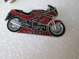 PIN'S   KAWASAKI   G P Z     Email Grand Feu  45X25mm - Motorfietsen