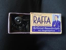 Boîte Pleine De Bouton Pour Uniforme Allemand Ww2 Militaria - 1939-45