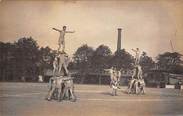 Thème Sport: Gymnastique. Une Pyramide Humaine Effectuée Par Des Militaires . Carte Photo. (voir Scan) - Gimnasia