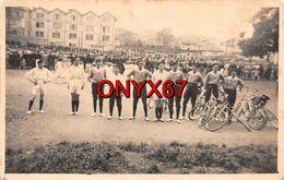 Carte Postale Photo COMMERCY (55-Meuse) Groupe Cyclistes-Bicyclette-Vélo-Comptoir Quincaillerie H. GARNIER-3 SCANS - Commercy