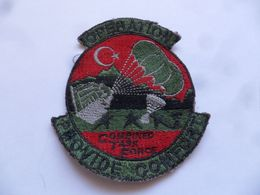 "(Militaria - Ecusson Tissu - Irak 1991) - Opération  "" PROVIDE COMFORT - Combined Task Force ""  (LIBAGE)......voir Scans - Scudetti In Tela"