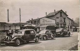 CHELLES LES COUDREAUX 77 : Marché Et Café Tabac . Voitures : Traction Avant , 4 CV , Camionnette Renault - Chelles