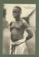 CARTE POSTALE AFRIQUE OCCIDENTALE FEMME SEINS NUS  JEUNE DAHOMEENNE - Dahomey