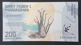 SF0610 - Madagascar 200 Ariary Banknote 2017 #E30534013 UNC - Madagascar