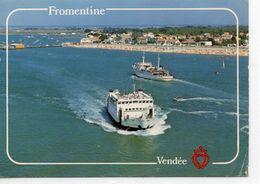 """Fromentine La Plage De L'Estacade Bateaux Bac Avec L'Ile D'Yeu Départ De """"l'Insula Oya II"""" Arrivée De La """"Vendée"""" - France"""