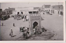 Carte Photo  Nefta (Tunisie)   La Place   Du Marché ?    Fontaine    Chargement D'eau - Lieux