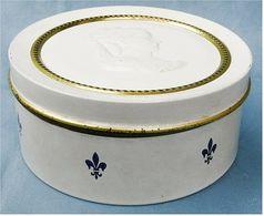Tchibo Kaffee Blechdose Weiß Mit Goldrand, Lilie Und Geprägtem Medaillon    (ta) - Cannettes
