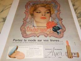 ANCIENNE  PUBLICITE MODE SUR VOS LEVRES  DE HARRIET HUBBARD AYER 1958 - Parfums & Beauté