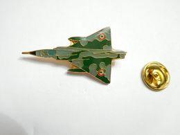 Beau Pin's , Aviation , Avion De Combat , Armée De L'Air , Signé Segalen Collection - Avions