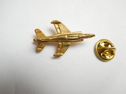 Beau Pin's En Relief , Aviation , Avion De Combat , Armée De L'Air - Avions