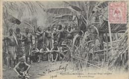 Nouvelle Hébrides  DANS UN VILLAGE INDIGENE  . IN    NATIVE  VILLEGE - Vanuatu
