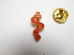 Beau Pin's En Relief , Médical  , Caducée - Medical