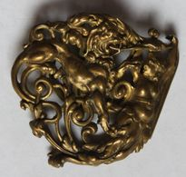 Belle Broche Ancienne à Clip Style Art Nouveau Femme Seins Nus Terrassant Un Dragon - Broches