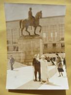 Photo De Presse Pulbi-Press Originale: Reine Elisabeth Au Mont Des Arts à Bruxelles. 1959? - Berühmtheiten