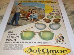 ANCIENNE   PUBLICITE EN PLEIN SOLEIL LUNETTE  SOL AMOR 1958 - Vintage Clothes & Linen