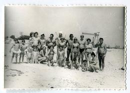 PHOTO ORIGINALE , Familles Sur La Plage , , Dim. 11.0 Cm X 9.0 Cm - Anonyme Personen