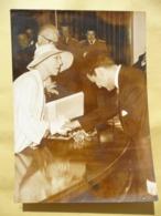 Photo De Presse Puibli-Press Originale: Concours Reine Elisabeth Remet 1er Prix Au Bolivien Jaime Larado. 2/6/1959 - Berühmtheiten