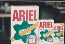 Photographie Publicitaire De Produit Détergeant. Ariel. Français Et Arabe. Pli. - Reclame