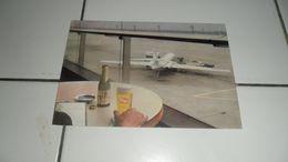 CP PUB BIERE AVEC UNE VUE AVION - Avions