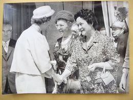 Photo De Presse Keystone Originale: Reine Fabiola Et Yvonne De Gaulle à L'Elysée à Paris. 1961 - Berühmtheiten