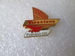 PIN'S    FIRESTONE   FIREHAWK 690  Zamak - Pin's & Anstecknadeln