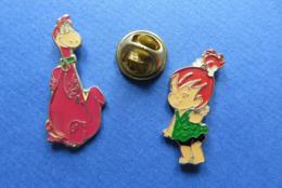 2 Pin's,LES PIERREAFEU,THE FLINTSTONES,DINO Et PEBBLES - Cómics