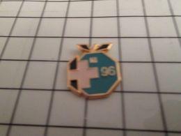 115d Pin's Pins / Rare & Belle Qualité !!! THEME ALIMENTATION / POMME BLEU VERT 1996 - Alimentation