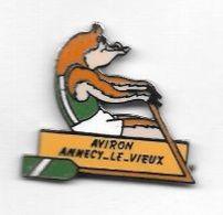 Pin's  Humoristique  Ville, Sport  AVIRON  ANNECY - LE - VIEUX  ( 74 ) - Aviron
